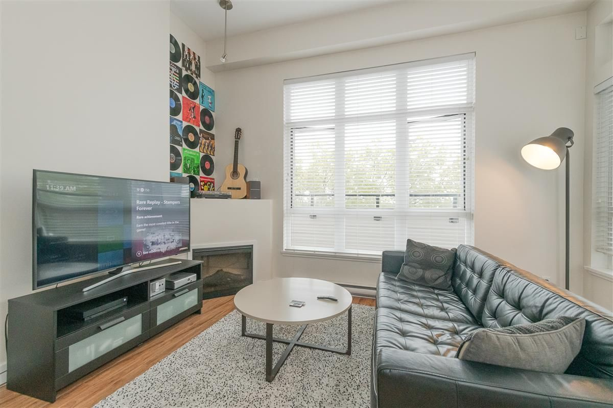 """Photo 3: Photos: 407 7655 EDMONDS Street in Burnaby: Highgate Condo for sale in """"BELLA"""" (Burnaby South)  : MLS®# R2405628"""