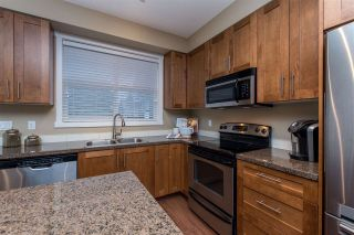 """Photo 3: 55 6123 138 Street in Surrey: Sullivan Station Townhouse for sale in """"PANORAMA WOODS"""" : MLS®# R2430750"""