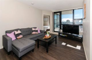 """Photo 2: 1610 977 MAINLAND Street in Vancouver: Yaletown Condo for sale in """"Yaletown Park 3"""" (Vancouver West)  : MLS®# R2579634"""