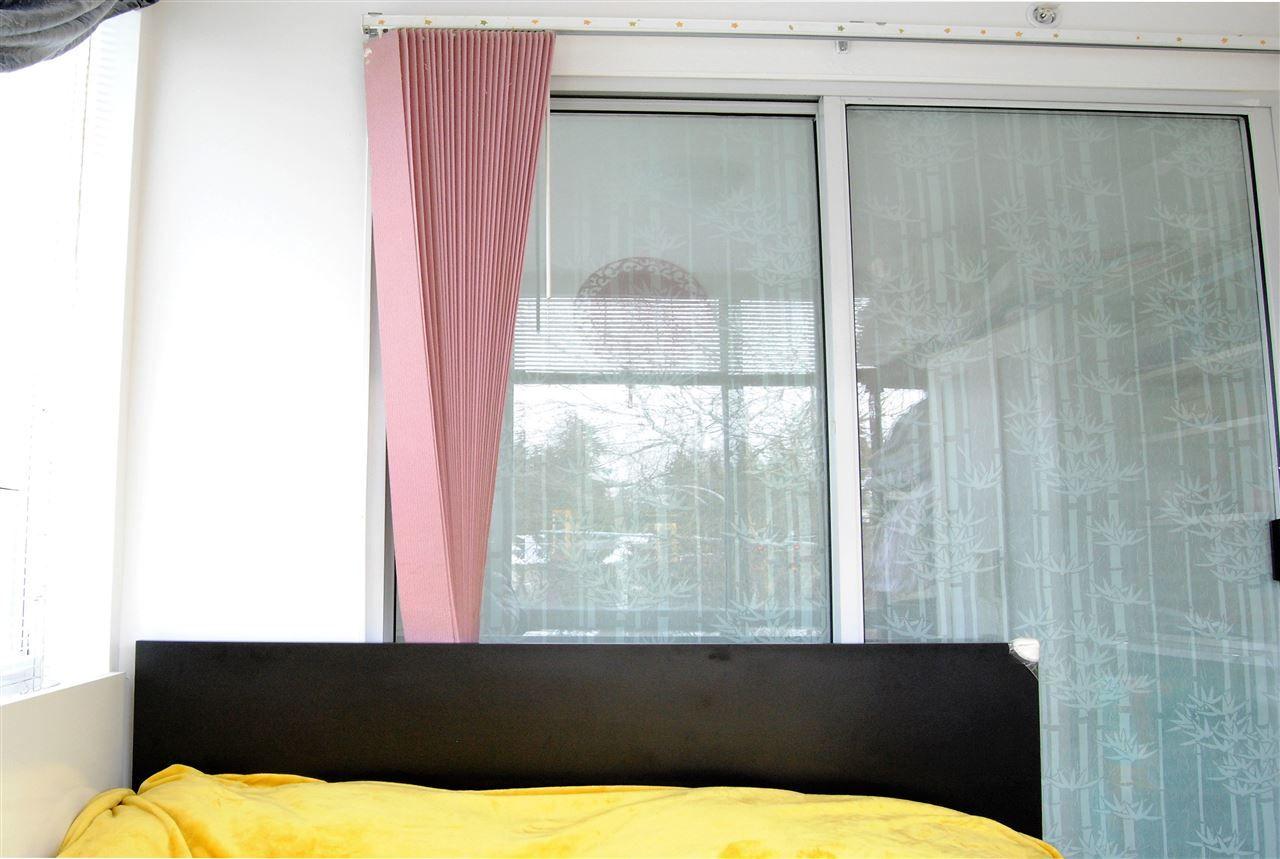 """Photo 10: Photos: 301 14820 104TH Avenue in Surrey: Guildford Condo for sale in """"CAMELOT"""" (North Surrey)  : MLS®# R2128065"""