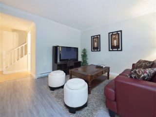 """Photo 2: 32 9101 FOREST GROVE Drive in Burnaby: Forest Hills BN Townhouse for sale in """"ROSSMOOR"""" (Burnaby North)  : MLS®# R2192598"""