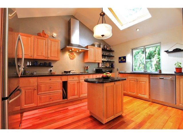 Photo 4: Photos: 2550 SECHELT Drive in North Vancouver: Blueridge NV House for sale : MLS®# V965349