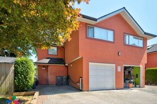 """Photo 1: 107 303 CUMBERLAND Street in New Westminster: Sapperton Townhouse for sale in """"CUMBERLAND COURT"""" : MLS®# R2604826"""