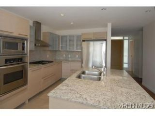 Photo 7: 212 68 Songhees Rd in VICTORIA: VW Songhees Condo for sale (Victoria West)  : MLS®# 499543