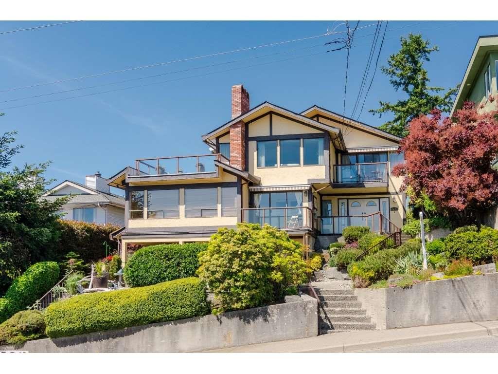 "Main Photo: 15071 BUENA VISTA Avenue: White Rock 1/2 Duplex for sale in ""WHITE ROCK HILLSIDE"" (South Surrey White Rock)  : MLS®# R2372638"