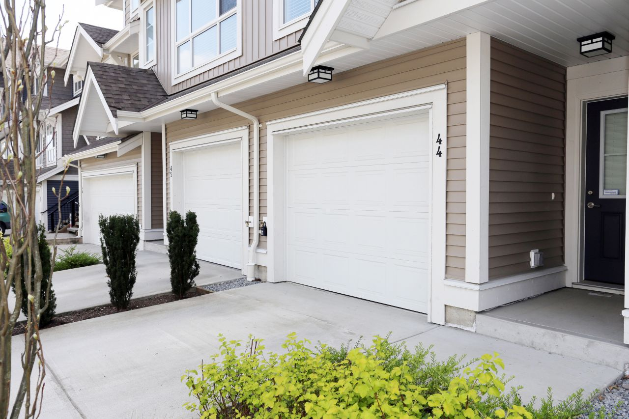 """Photo 3: Photos: 44 7059 210 Street in Langley: Willoughby Heights Townhouse for sale in """"Alder"""" : MLS®# R2263241"""
