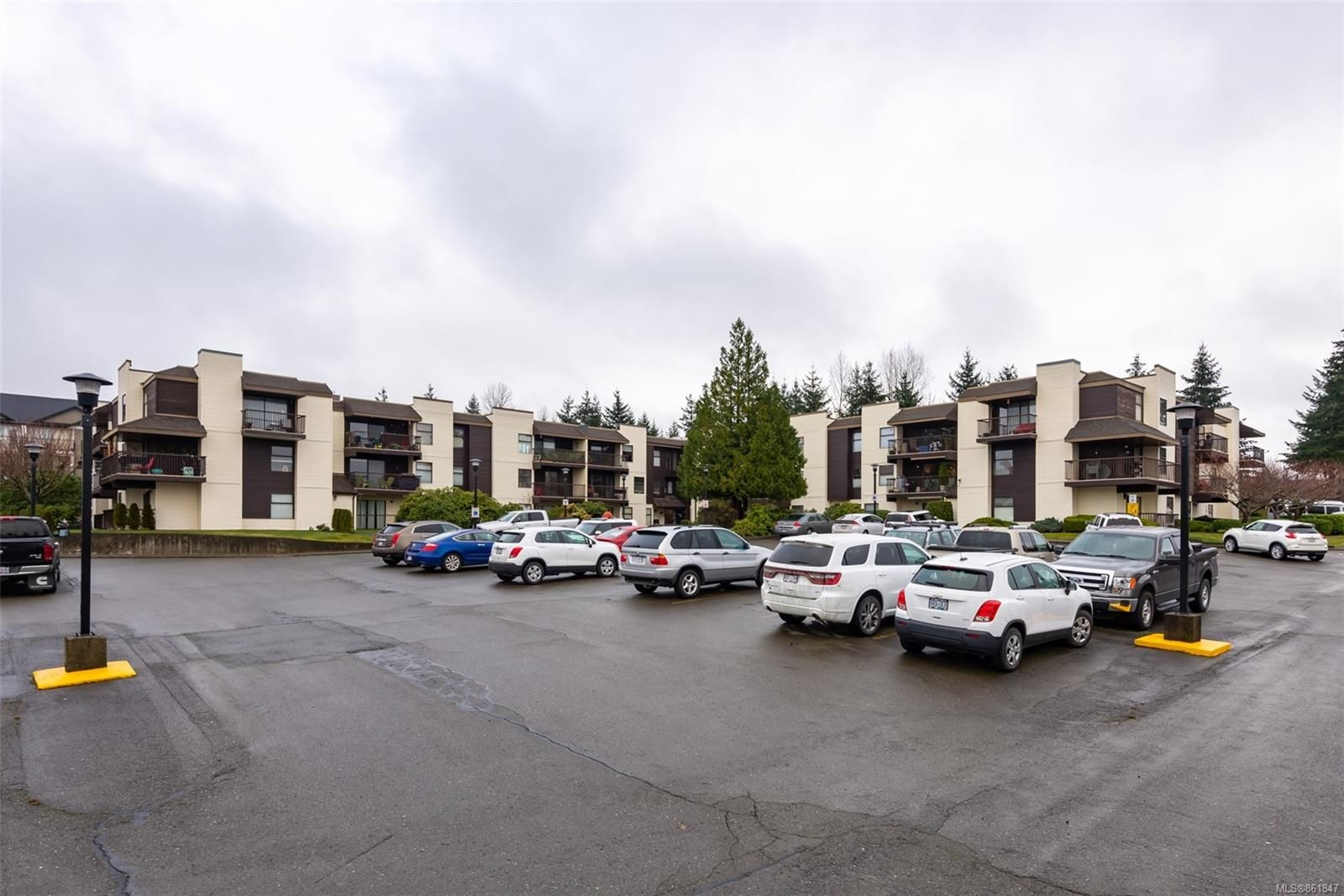Main Photo: 114 585 S Dogwood St in : CR Campbell River Central Condo for sale (Campbell River)  : MLS®# 861847