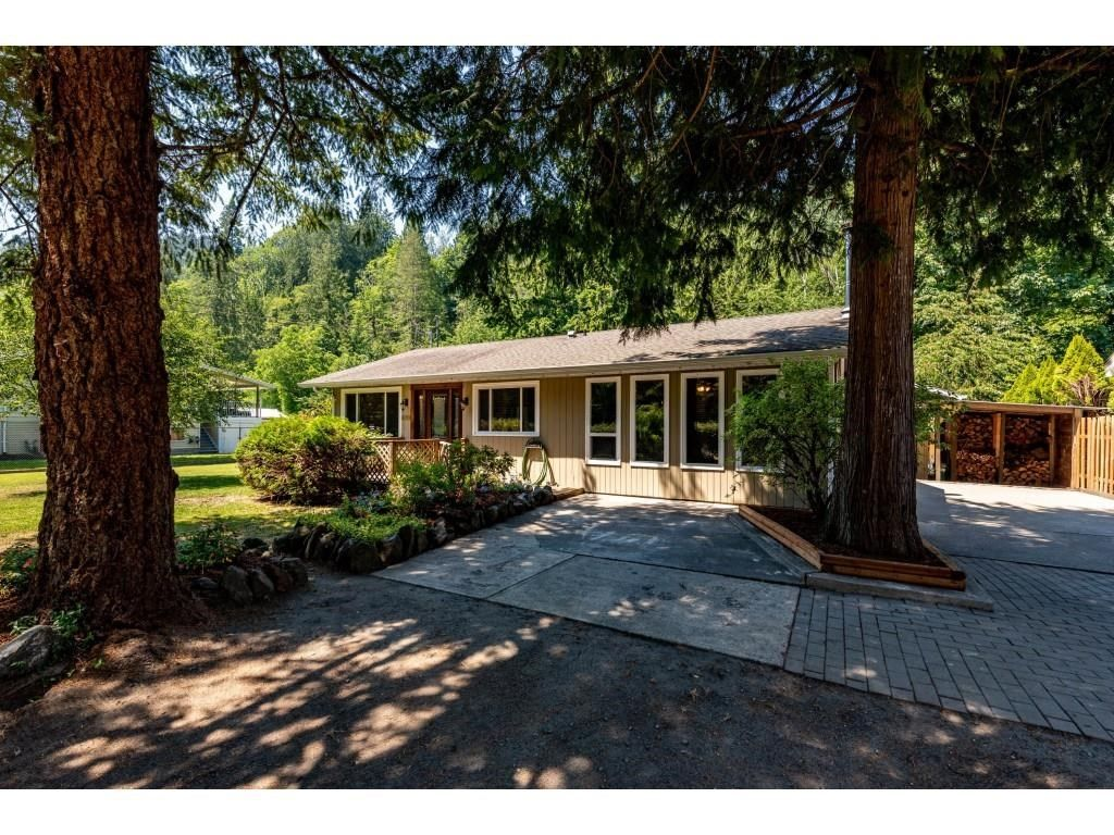 Main Photo: 50711 O'BYRNE Road in Chilliwack: Chilliwack River Valley House for sale (Sardis)  : MLS®# R2597750