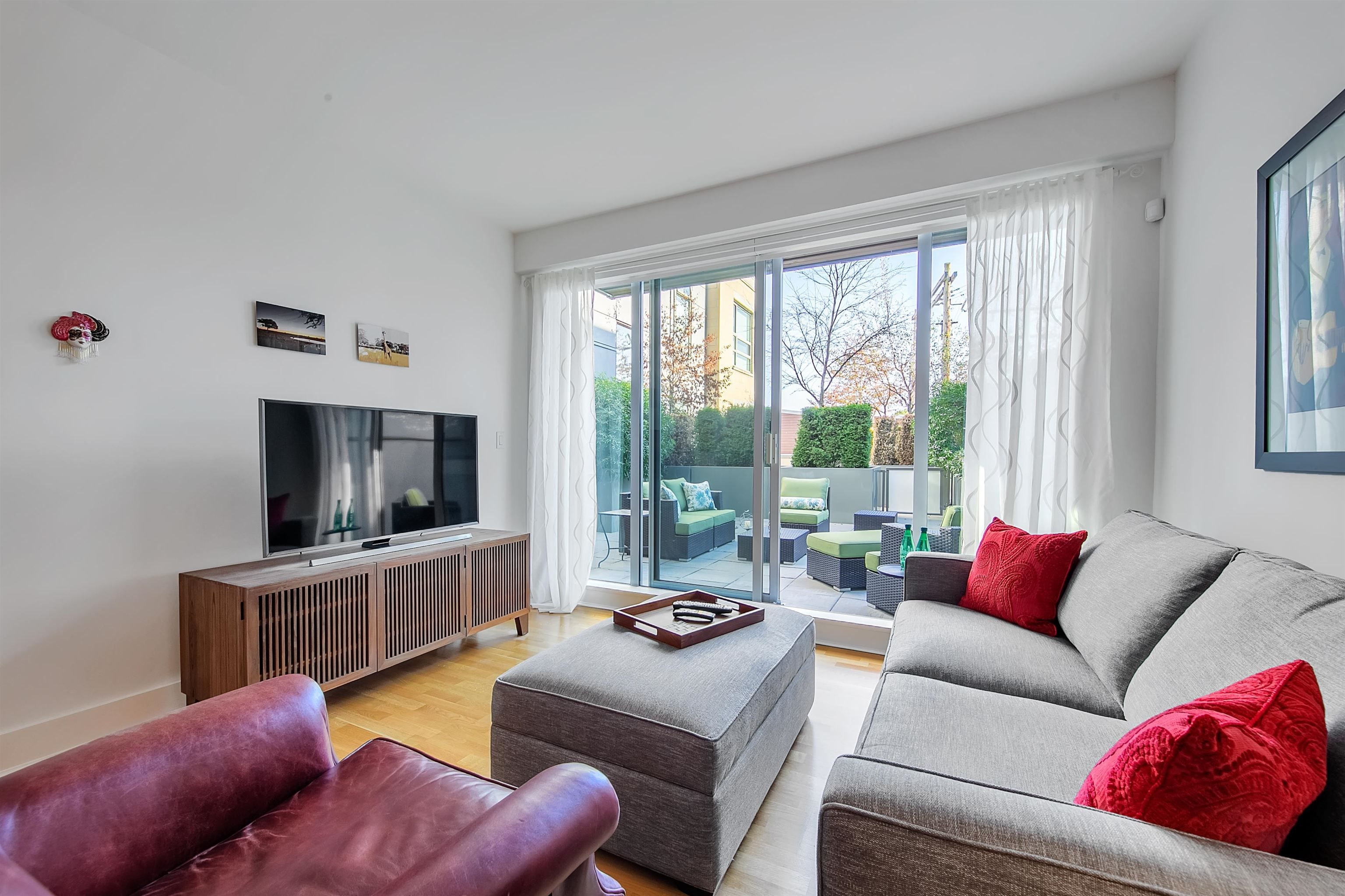 """Main Photo: 212 2128 W 40TH Avenue in Vancouver: Kerrisdale Condo for sale in """"Kerrisdale Gardens"""" (Vancouver West)  : MLS®# R2616322"""
