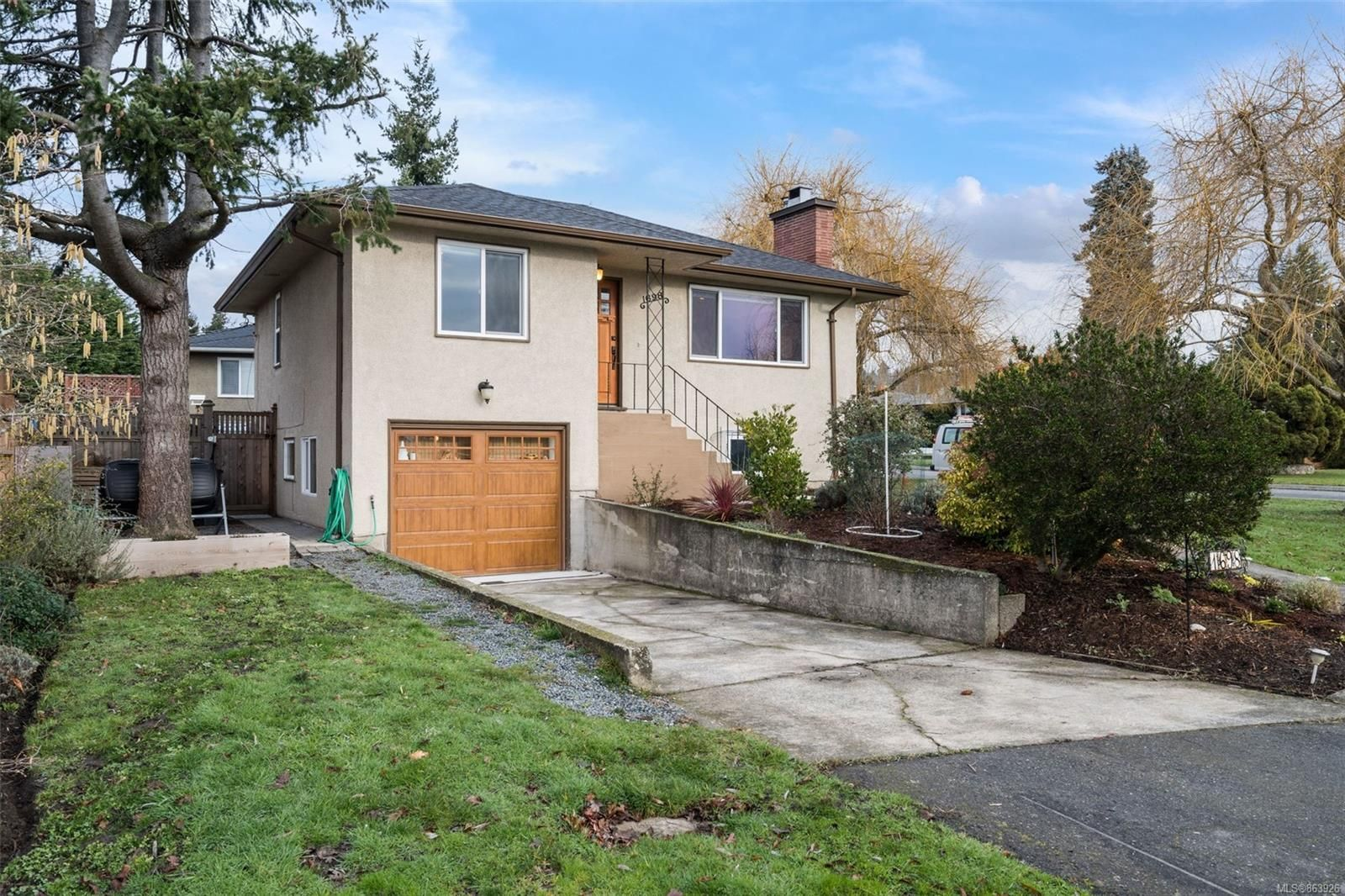 Main Photo: 1698 North Dairy Rd in : SE Camosun House for sale (Saanich East)  : MLS®# 863926