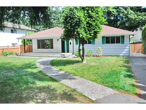 Main Photo: 730 Kelly Rd in VICTORIA: Co Hatley Park House for sale (Colwood)  : MLS®# 747327