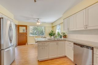 Photo 7: 7796 ROSEWOOD Street in Burnaby: Burnaby Lake House for sale (Burnaby South)  : MLS®# R2163744