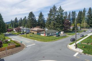 Photo 4: 748 MACINTOSH Street in Coquitlam: Central Coquitlam House for sale : MLS®# R2454628