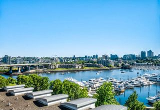 Main Photo: 907 1067 MARINASIDE Crescent in Vancouver: Yaletown Condo for sale (Vancouver West)  : MLS®# R2593950