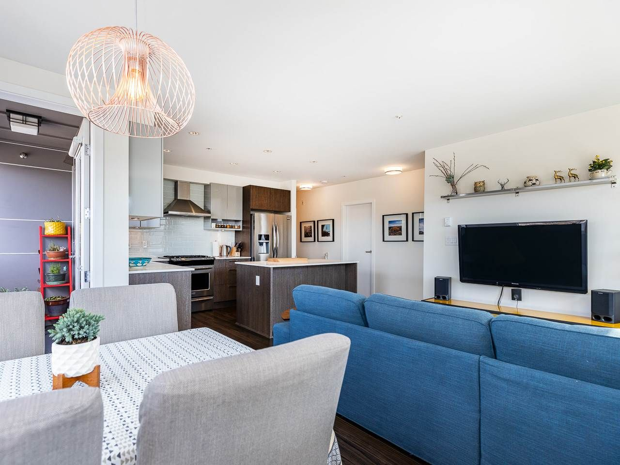 Photo 3: Photos: 306 202 E 24TH AVENUE in Vancouver: Main Condo for sale (Vancouver East)  : MLS®# R2406713