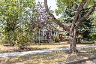 Photo 2: 907 5th Avenue North in Saskatoon: City Park Residential for sale : MLS®# SK865060