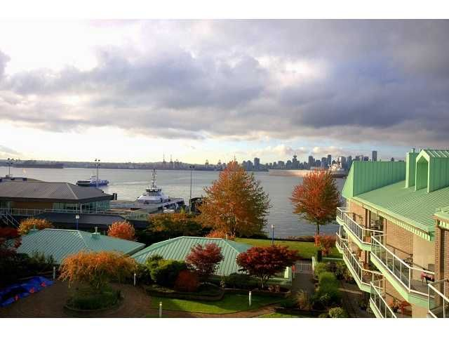 """Main Photo: 2301 33 CHESTERFIELD Place in North Vancouver: Lower Lonsdale Condo for sale in """"HARBOURVIEW PARK"""" : MLS®# V919164"""