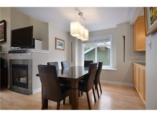 Photo 3: Photos: 2585 W 8TH Avenue in Vancouver: Kitsilano Townhouse for sale (Vancouver West)  : MLS®# V1002578