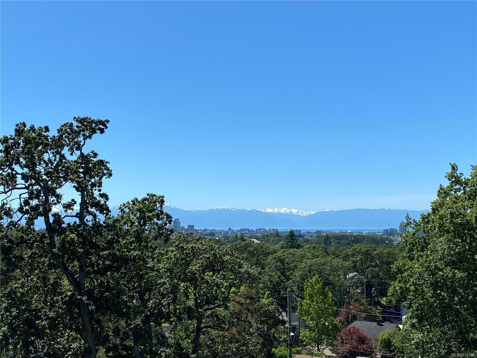 Main Photo: 200 1196 Clovelly Terr in : SE Maplewood Row/Townhouse for sale (Saanich East)  : MLS®# 876765