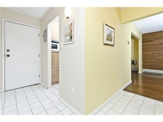 "Photo 6: 205 707 GLOUCESTER Street in New Westminster: Uptown NW Condo for sale in ""ROYAL MEWS"" : MLS®# V975010"