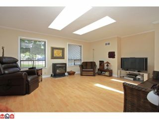 Photo 2: 14531 106TH Avenue in Surrey: Guildford House for sale (North Surrey)  : MLS®# F1216608