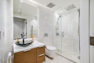 """Photo 15: 2207 1111 ALBERNI Street in Vancouver: West End VW Condo for sale in """"Shangri-La"""" (Vancouver West)  : MLS®# R2335303"""