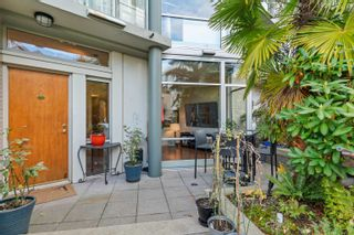 """Photo 7: TH117 1288 MARINASIDE Crescent in Vancouver: Yaletown Townhouse for sale in """"Crestmark I"""" (Vancouver West)  : MLS®# R2625173"""