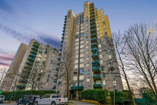 "Photo 2: 1704 420 CARNARVON Street in New Westminster: Downtown NW Condo for sale in ""Carnarvon Place"" : MLS®# R2546323"
