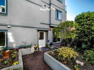 "Photo 3: 3 877 W 7TH Avenue in Vancouver: Fairview VW Townhouse for sale in ""Emerald Estates"" (Vancouver West)  : MLS®# R2565907"