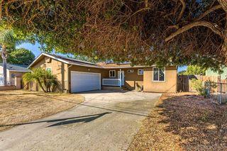 Photo 2: SOUTHEAST ESCONDIDO House for sale : 3 bedrooms : 850 Begonia Street in Escondido