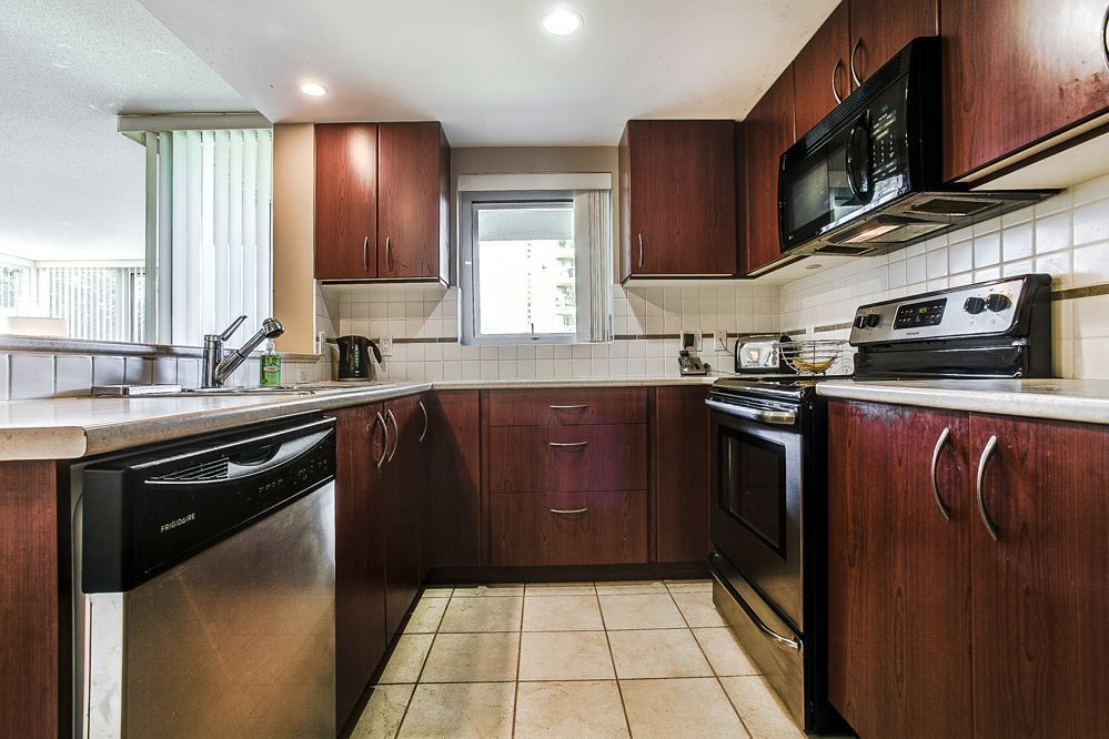 """Photo 6: Photos: 403 235 GUILDFORD Way in Port Moody: North Shore Pt Moody Condo for sale in """"THE SINCLAIR"""" : MLS®# R2187020"""
