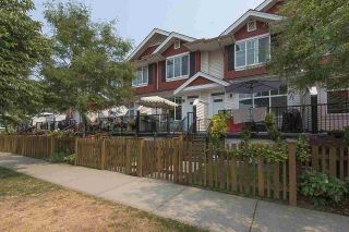 """Photo 1: 4 6956 193 Street in Surrey: Clayton Townhouse for sale in """"The Edge"""" (Cloverdale)  : MLS®# R2194953"""