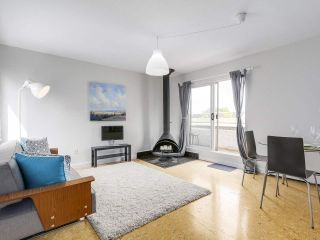 """Photo 2: 58 870 W 7TH Avenue in Vancouver: Fairview VW Townhouse for sale in """"Laurel Court"""" (Vancouver West)  : MLS®# R2169394"""