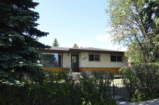 Photo 2: 3831 19 Street NW in Calgary: Charleswood Detached for sale : MLS®# A1123117