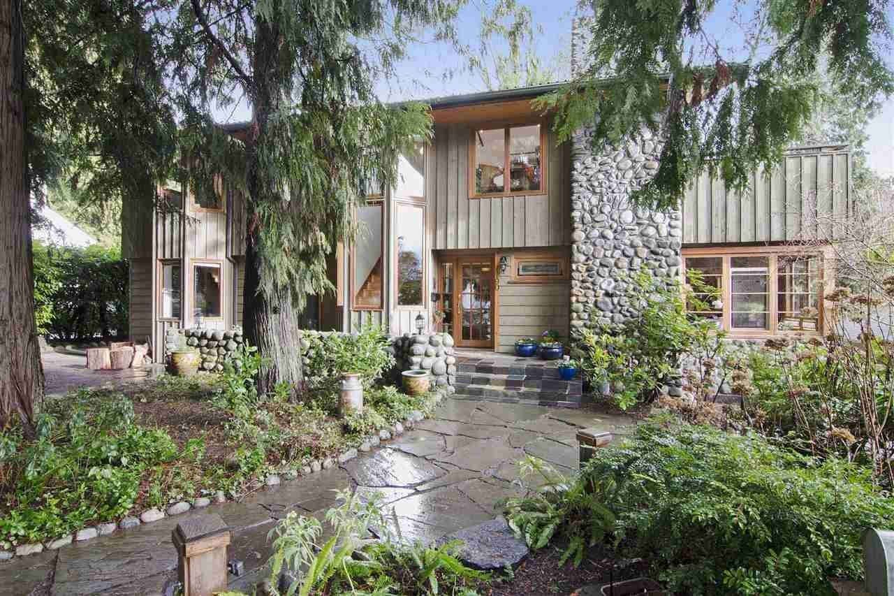 Photo 1: Photos: 1190 SINCLAIR Street in West Vancouver: Ambleside House for sale : MLS®# R2027738