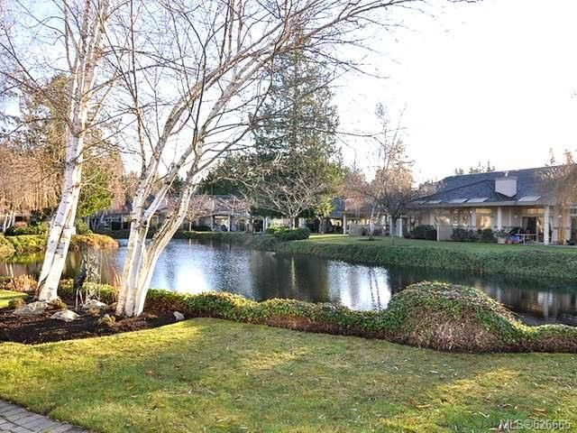 Main Photo: 911 Lakes Blvd in FRENCH CREEK: PQ French Creek Row/Townhouse for sale (Parksville/Qualicum)  : MLS®# 626665