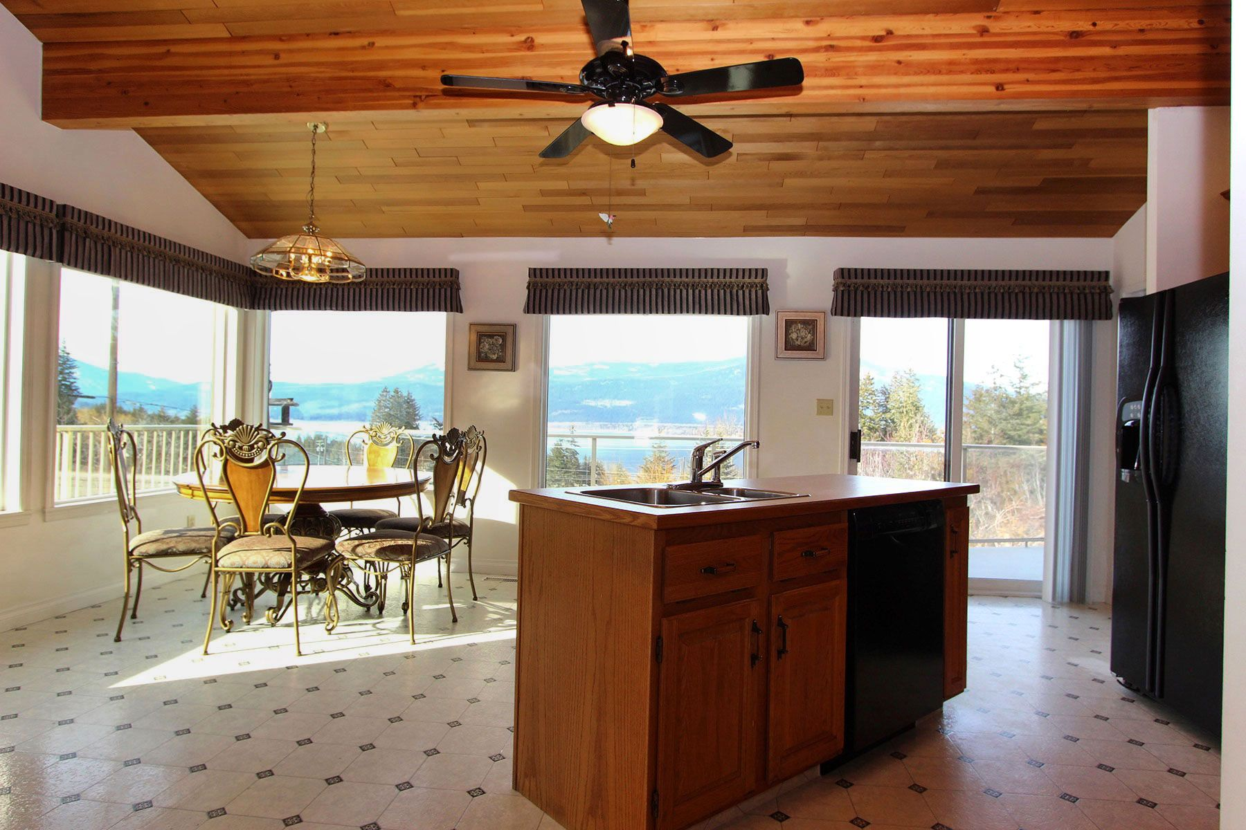 Photo 16: Photos: 1350 Trans Canada Highway in Sorrento: House for sale : MLS®# 10225818