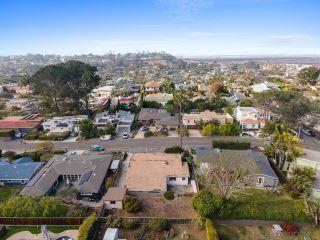 Photo 3: SOLANA BEACH House for sale : 3 bedrooms : 654 Glenmont