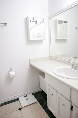 """Photo 15: 303 109 TENTH Street in New Westminster: Uptown NW Condo for sale in """"LANDGRO MANOR"""" : MLS®# R2341472"""