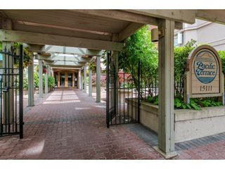 """Photo 3: 812 15111 RUSSELL Avenue: White Rock Condo for sale in """"PACIFIC TERRACE"""" (South Surrey White Rock)  : MLS®# R2620800"""