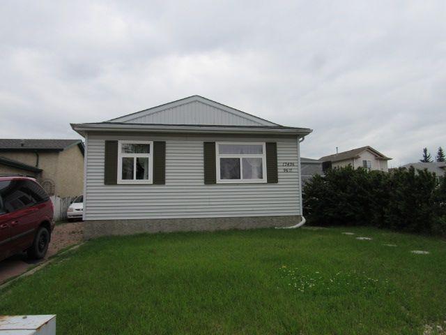 Main Photo: 17436 96 Street in Edmonton: House for rent