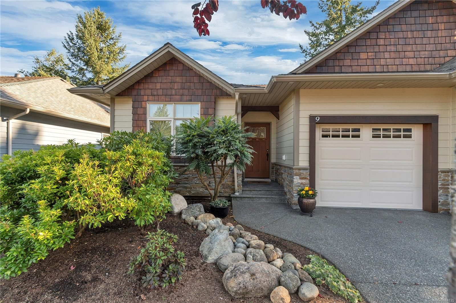 Main Photo: 9 48 N McPhedran Rd in : CR Campbell River Central Row/Townhouse for sale (Campbell River)  : MLS®# 884835