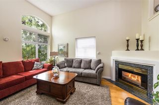 Photo 3: 238 E Gorge Rd in Victoria: Vi Burnside Row/Townhouse for sale : MLS®# 842238