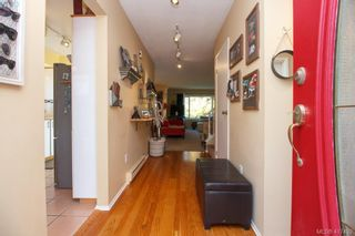 Photo 3: 3 1740 Knight Ave in VICTORIA: SE Mt Tolmie Row/Townhouse for sale (Saanich East)  : MLS®# 828137