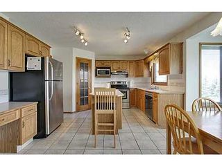 Photo 8: 20 EDGEBROOK Circle NW in Calgary: 2 Storey for sale : MLS®# C3569549