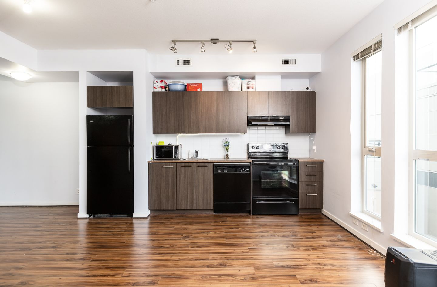 """Photo 2: Photos: 398 4133 STOLBERG Street in Richmond: West Cambie Condo for sale in """"REMY"""" : MLS®# R2346202"""