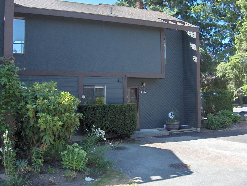 Main Photo: 6062 East Greenside Drive in Surrey: Townhouse for sale (Cloverdale)  : MLS®# F2613453