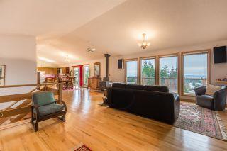 "Photo 3: 5113 CHAPMAN Road in Sechelt: Sechelt District House for sale in ""Davis Bay"" (Sunshine Coast)  : MLS®# R2228930"