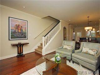 Photo 3: 19 675 Superior St in VICTORIA: Vi James Bay Row/Townhouse for sale (Victoria)  : MLS®# 581511