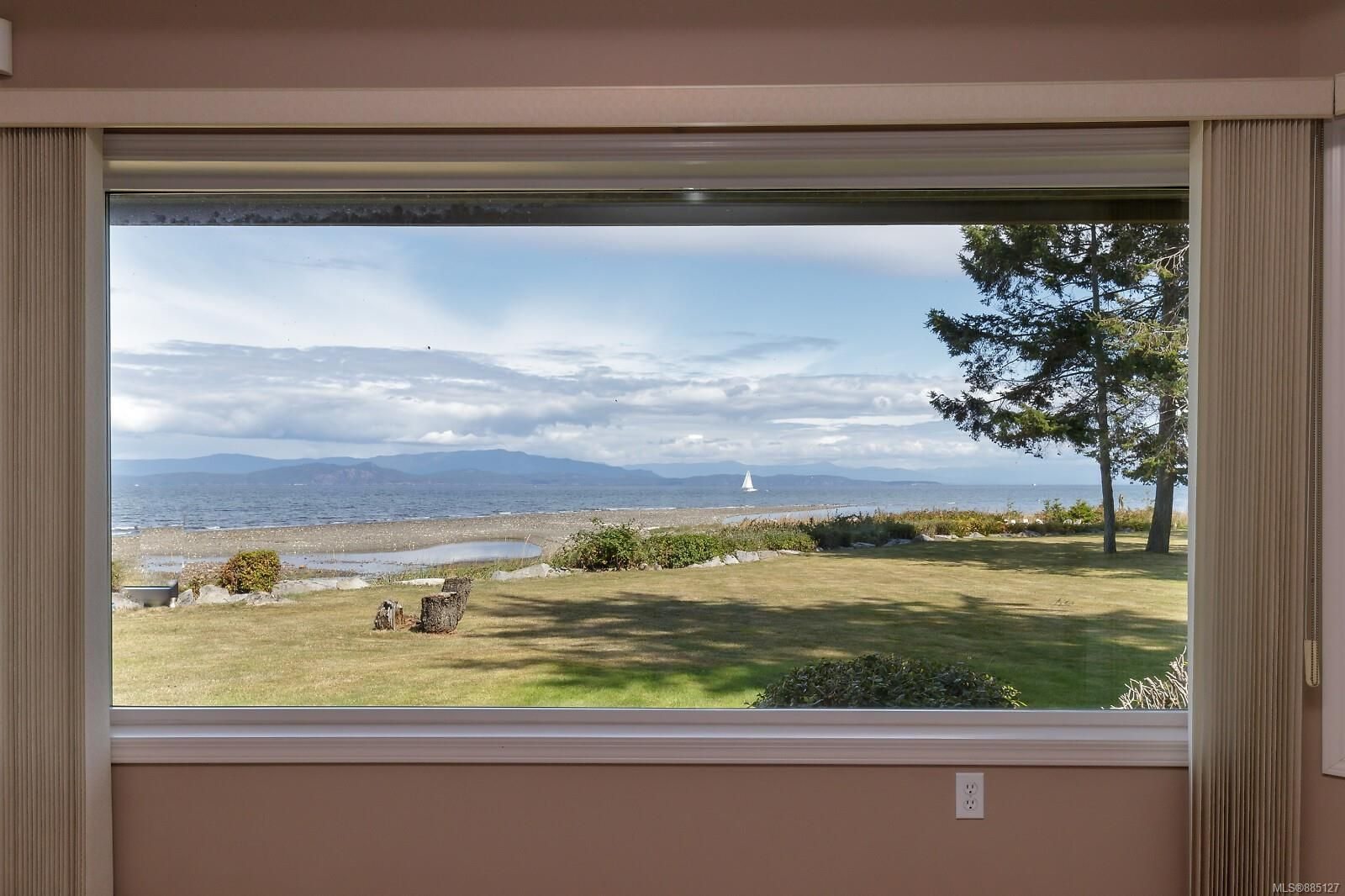 Photo 3: Photos: 26 529 Johnstone Rd in : PQ French Creek Row/Townhouse for sale (Parksville/Qualicum)  : MLS®# 885127